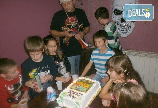 3 часа лудо парти с аниматор, украса, карнавални костюми, много игри, състезания и викторини, музика, караоке, меню за всички деца и още много изненади за 10 деца и родители от детски парти клуб Бонго-Бонго! - Снимка 13