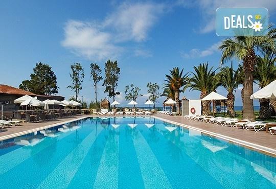 Почивка в Le Bleu Hotel & Resort 5*, Кушадасъ, с Глобус Холидейс! 5 или 7 нощувки на база Ultra All Inclusive, възможност за транспорт! - Снимка 2
