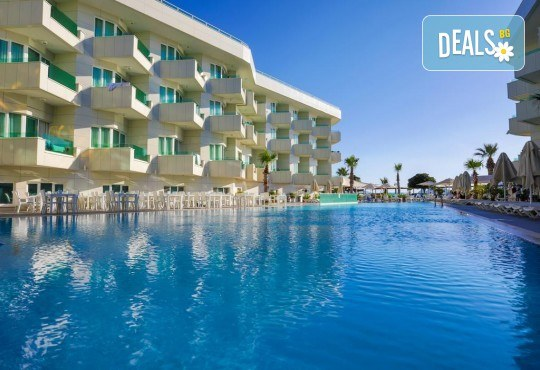 Късно лято в Dragut Point South Hotel 4*: 5/7 нощувки на база All Inclusive