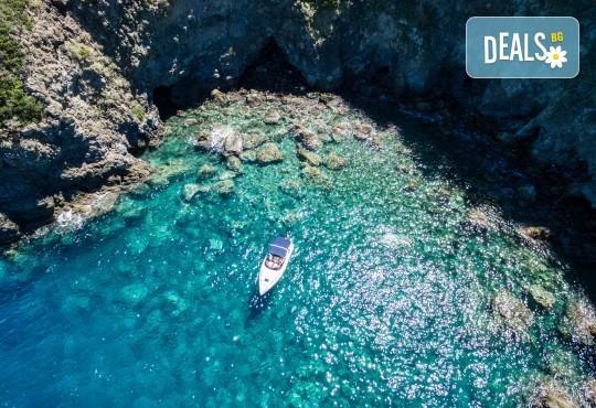 Вижте красотата на Южна Италия - Алберобело и Неапол! 3 нощувки със закуски, транспорт, ферибот, възможност за тур до Амалфийското крайбрежие, Везувий и Помпей - Снимка 13