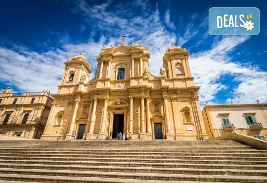 Самолетна екскурзия до Сицилия през есента! 4 нощувки, закуски и вечери с напитки, самолетни билети, летищни такси, водач и възможност за тур до Етна, Палермо и Агридженто - Снимка 8