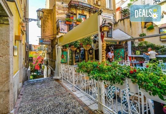 Самолетна екскурзия до Сицилия през есента! 4 нощувки, закуски и вечери с напитки, самолетни билети, летищни такси, водач и възможност за тур до Етна, Палермо и Агридженто - Снимка 10