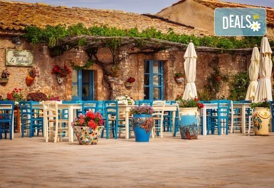 Самолетна екскурзия до Сицилия през есента! 4 нощувки, закуски и вечери с напитки, самолетни билети, летищни такси, водач и възможност за тур до Етна, Палермо и Агридженто - Снимка 11