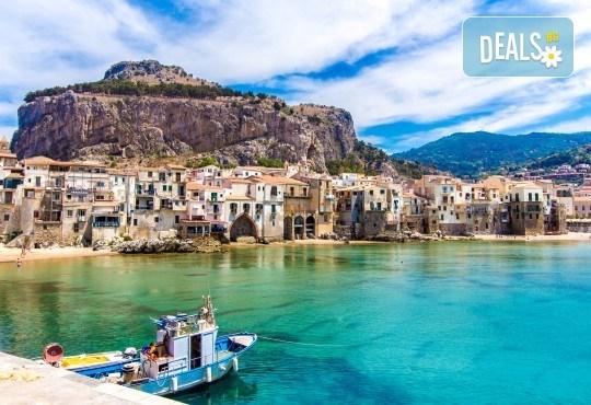 Самолетна екскурзия до Сицилия през есента! 4 нощувки, закуски и вечери с напитки, самолетни билети, летищни такси, водач и възможност за тур до Етна, Палермо и Агридженто - Снимка 2