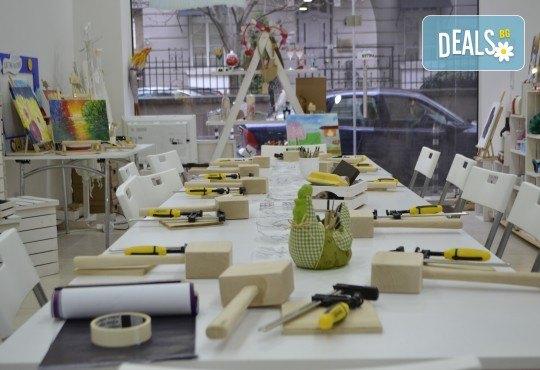 Интересно, завладяващо и вдъхновяващо! Еднодневен уъркшоп по дърворезба с включени материали и инструменти от Ателие Цветна магия! - Снимка 2