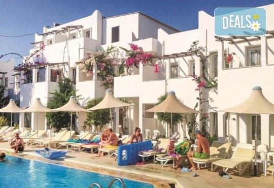 Почивка през октомври в Serhan Hotel 3*, Бодрум, Турция! 5 или 7 нощувки на база All Inclusive, безплатно за дете до 6г. - Снимка 1