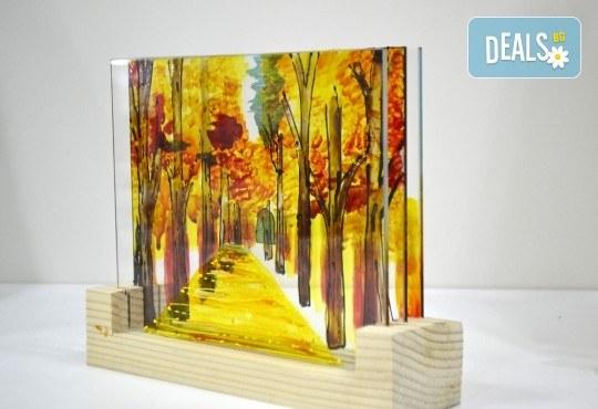 Еднодневен уъркшоп за рисуване върху стъкло - 3D картина, с включени бои и материали от Ателие Цветна магия! - Снимка 1