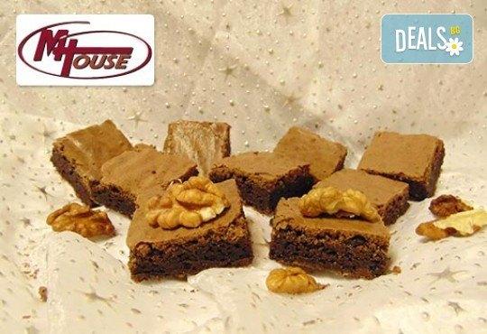 Сладък импулс! 50 или 100 броя сладки петифури микс в ШЕСТ различни вкусови стила от Muffin House - Снимка 8