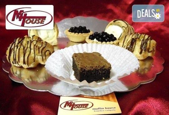 Сладък импулс! 50 или 100 броя сладки петифури микс в ШЕСТ различни вкусови стила от Muffin House - Снимка 5