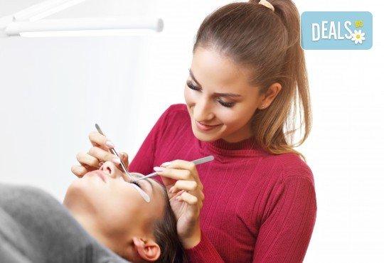 Удължаване и сгъстяване на мигли по метода косъм по косъм от норка от салон Flowers 2 в Хаджи Димитър - Снимка 1