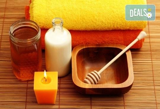 70-минутна терапия за цяло тяло с мед и мляко! Релаксиращ масаж с балсам с мед и мляко, масаж на стъпала с бамбукови пръчки и витаминозна маска за лице в Студио Модерно е да си здрав! - Снимка 1