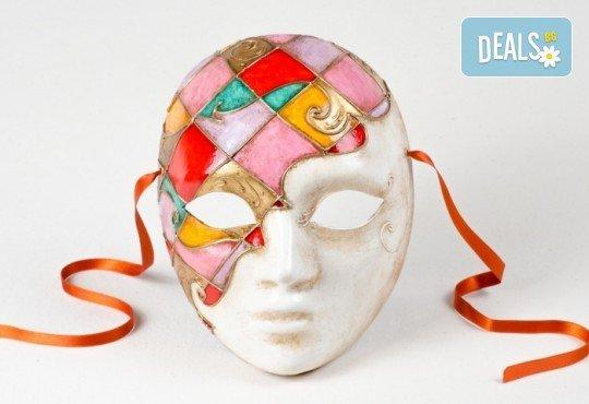 Еднодневен уъркшоп по изрисуване на венецианска маска в Ателие Цветна магия с включени материали + чаша вино или бира! - Снимка 2