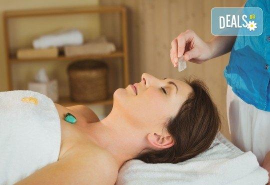 70-минутна кристална терапия - антистрес масаж на цяло тяло, парафинова маска с кристали на стъпала, масаж на лице и скалп с кристална есенция в Студио Модерно е да си здрав! - Снимка 3