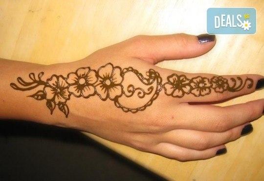Искате ли да си направите собствена татуировка? Еднодневен уъркшоп за направа на временна татуировка с къна в ателие Цветна магия! - Снимка 4