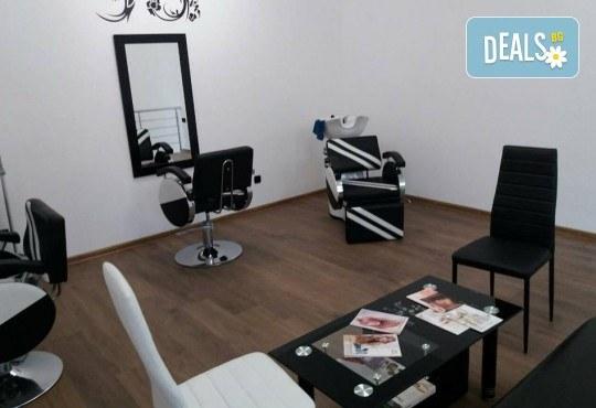 Масажно измиване с дълбоко възстановяващ и подхранващ шампоан, подстригване и оформяне на прическа със сешоар в салон Bibi Fashion! - Снимка 6