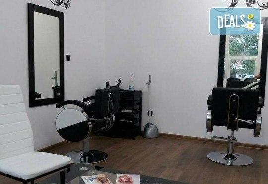Масажно измиване с дълбоко възстановяващ и подхранващ шампоан, подстригване и оформяне на прическа със сешоар в салон Bibi Fashion! - Снимка 7