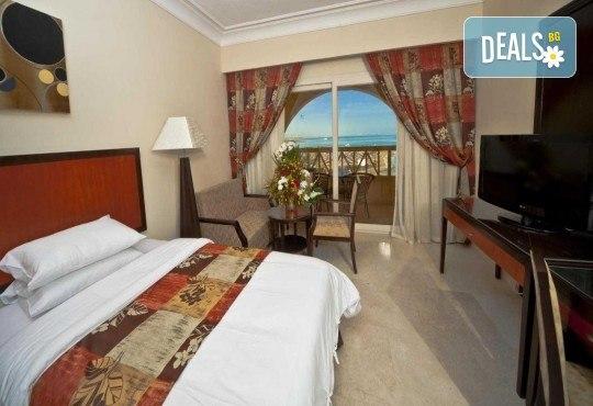 Посетете Египет през октомври! 6 нощувки в AMC Royal Hotel & Spa 5* на база All Inclusive в Хургада и 1 нощувка със закуска в Barcelo Cairo Pyramids 4* в Кайро, самолетен билет и трансфери - Снимка 10