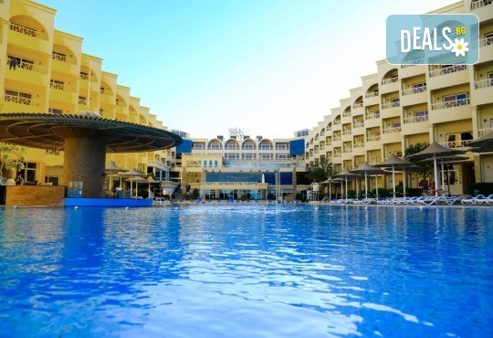 Посетете Египет през октомври! 6 нощувки в AMC Royal Hotel & Spa 5* на база All Inclusive в Хургада и 1 нощувка със закуска в Barcelo Cairo Pyramids 4* в Кайро, самолетен билет и трансфери - Снимка 9