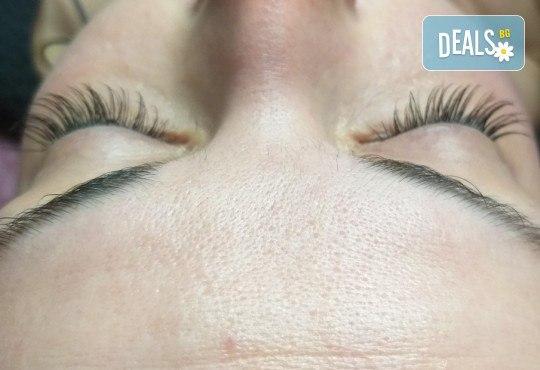 Красиви очи! Удължаване и сгъстяване на мигли по метода косъм по косъм в студио S Beauty! - Снимка 9