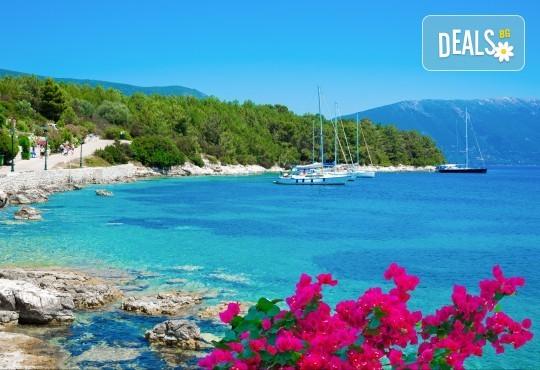 Парти екскурзия до остров Лефкада в Гърция! 3 нощувки със закуски, транспорт, водач и възможност за парти круиз с DJ! - Снимка 2