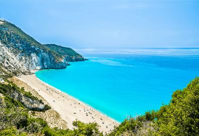 Парти екскурзия през септември до остров Лефкада! 3 нощувки със закуски, транспорт, посещение на плажа Агиос Йоанис и възможност за парти круиз с DJ! - Снимка
