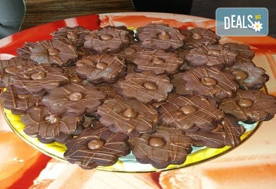 1 кг. домашни гръцки сладки! Седем различни вкуса сладки с шоколад, макадамия и кокос, майсторска изработка от Сладкарница Джорджо Джани - Снимка 10
