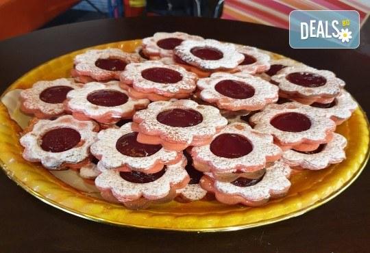 1 кг. домашни гръцки сладки! Седем различни вкуса сладки с шоколад, макадамия и кокос, майсторска изработка от Сладкарница Джорджо Джани - Снимка 9