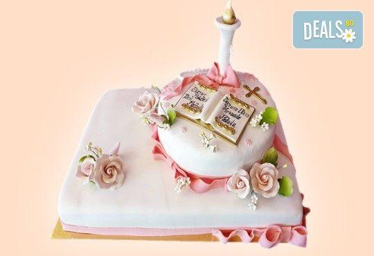 За кръщене! Красива тортa за Кръщенe с надпис Честито свето кръщене, кръстче, Библия и свещ от Сладкарница Джорджо Джани - Снимка 12