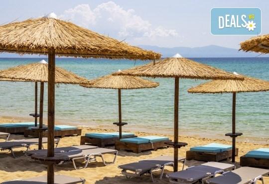 Слънчев уикенд в Кавала, с плаж на Амолофи и Неа Ираклица! 1 нощувка със закуска, транспорт и водач от Еко Тур - Снимка 3