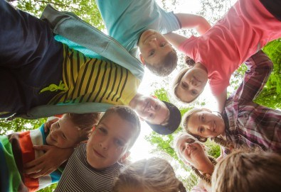 Рожден ден в конна база София - Юг - 3 часа детско парти за до 10 деца с конна езда, стрелба с лък, батут, тролей, викторини, забавни игри и много други забавления! - Снимка