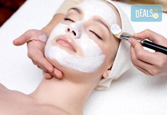 Дълбоко почистване на лице в 10 стъпки и маска от охлюви в Relax Beauty & Spa