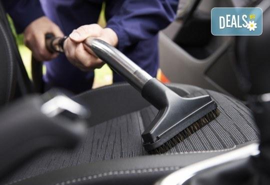 Пране на салон на лек автомобил - седалки, задглавници, подлакътници и под, от професионално почистване КИМИ! - Снимка 1