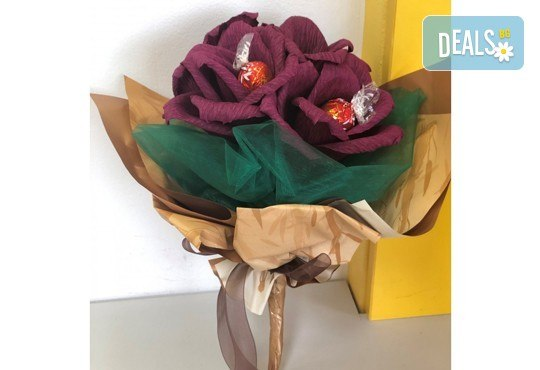 Ръчно изработен шоколадов букет с 5 бонбона и хартиени цветя от Онлайн магазин за подаръци Банана! - Снимка 8