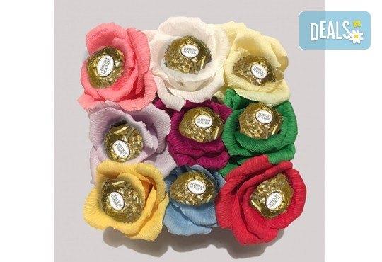 Вземете изкусителна шоколадова кутия със седем или девет бонбона и ръчно изработени цветя от Онлайн магазин за подаръци Банана! - Снимка 5