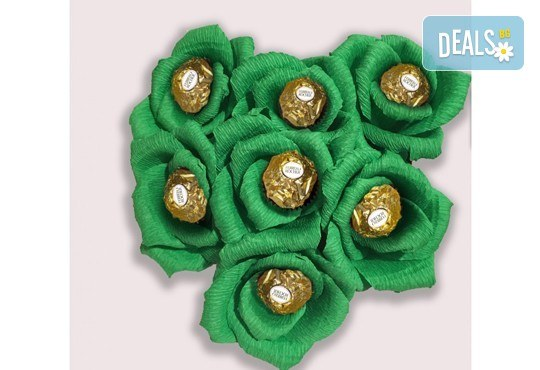 Вземете изкусителна шоколадова кутия със седем или девет бонбона и ръчно изработени цветя от Онлайн магазин за подаръци Банана! - Снимка 3