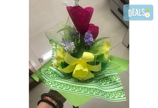 Подарете шоколадов букет Целуни ме с ръчно изработени цветя и 3 луксозни шоколадови бонбона от Онлайн магазин за подаръци Банана! - Снимка 13
