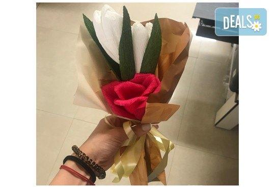 Подарете шоколадов букет Целуни ме с ръчно изработени цветя и 3 луксозни шоколадови бонбона от Онлайн магазин за подаръци Банана! - Снимка 14