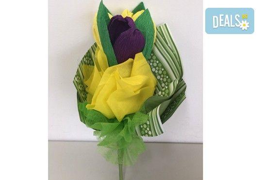 Подарете шоколадов букет Целуни ме с ръчно изработени цветя и 3 луксозни шоколадови бонбона от Онлайн магазин за подаръци Банана! - Снимка 5
