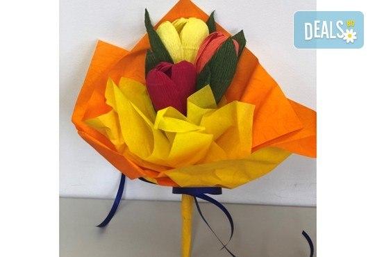 Подарете шоколадов букет Целуни ме с ръчно изработени цветя и 3 луксозни шоколадови бонбона от Онлайн магазин за подаръци Банана! - Снимка 3