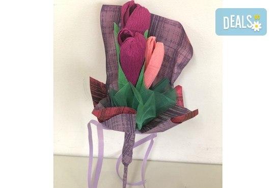 Подарете шоколадов букет Целуни ме с ръчно изработени цветя и 3 луксозни шоколадови бонбона от Онлайн магазин за подаръци Банана! - Снимка 8