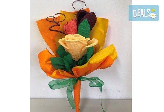 Подарете шоколадов букет Целуни ме с ръчно изработени цветя и 3 луксозни шоколадови бонбона от Онлайн магазин за подаръци Банана! - Снимка 10