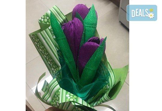 Подарете шоколадов букет Целуни ме с ръчно изработени цветя и 3 луксозни шоколадови бонбона от Онлайн магазин за подаръци Банана! - Снимка 12