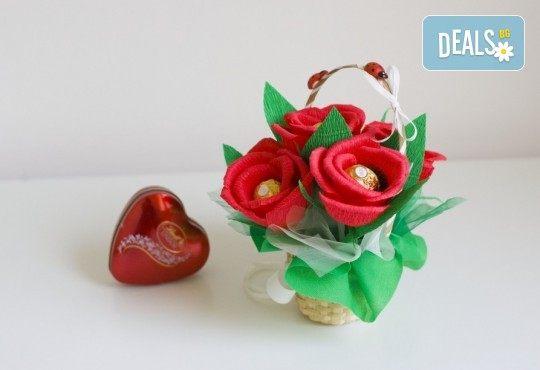 """Подаръчна кошница """"Калинка"""" с бонбони и ръчно изработени цветя от Онлайн магазин Банана"""