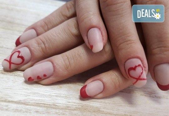 Amore! Маникюр с гел лак BlueSky и 2 или 4 рисувани декорации със сърца в различен цветови нюанс от Салон за красота Мечта - Снимка 4