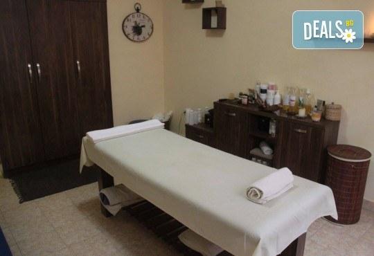 Дълбоко релаксиращ масаж на цяло тяло с кристали и масажни масла на френска био козметика Blue Marine, зонотерапия на стъпала и бонус: масаж на лице с кристали в Anima Beauty&Relax - Снимка 8