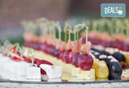 Вегетарианско изкушение! 60 броя хапки със зеленчуков пастет, моцарела, доматче, катък и печена чушка от My Style Event - Снимка 3