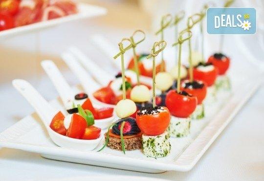 Вегетарианско изкушение! 60 броя хапки със зеленчуков пастет, моцарела, доматче, катък и печена чушка от My Style Event - Снимка 2