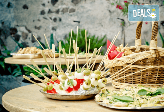 Вегетарианско изкушение! 60 броя хапки със зеленчуков пастет, моцарела, доматче, катък и печена чушка от My Style Event - Снимка 1