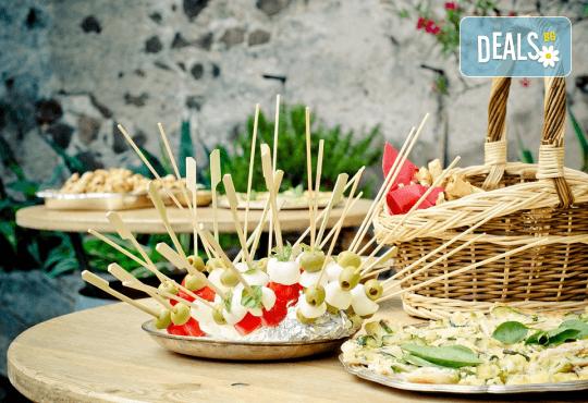 110 коктейлни хапки със средиземноморски бут, краставици и млечен мус, сиренца, прошуто и чоризо от My Style Event - Снимка 2