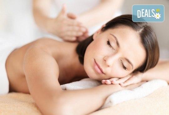 Болкоуспокояващ лечебен масаж на гръб с био масла, точков масаж на глава и ходила и 10% отстъпка от всички услуги на салон Женско Царство - Снимка 4